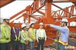 高鐵聯外道雙塔脊背橋 年底完工
