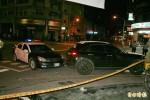 男挑釁開車撞警 遭槍擊中左胸