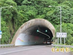 進雪隧還在「龜速」 廣播直接點名!