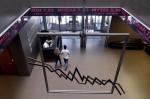 希臘股市5週後重啟交易  今開盤暴跌23%