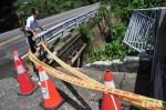 危橋撞壞未警戒 10歲童摔重傷
