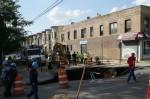 驚!紐約街頭路面塌陷 巨洞達4公尺深