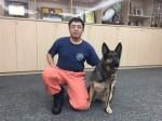 搜救犬將送寄養家庭 消防員萬般不捨