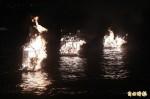 雞籠中元祭八斗子放水燈 邀好兄弟接受供奉