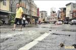 大溪自來水爆管 路面隆起20公分