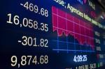 全球股市跌勢再起 道瓊暴跌469點