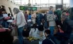 難民闖鐵軌 乘客困車上 歐洲之星停擺