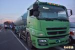 宜蘭小貨車撞化學車 2人受困救出送醫