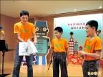陳中陵玩魔術 讓學童愛上學習