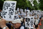 不滿安倍強推安保法 日本小學出現反安倍標語