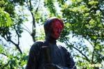 連戰赴中拖累先人?連雅堂銅像再被潑漆