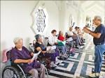 《用心生活》「老萊子」葉裕益籌組「老人伴」 輪椅幼兒園平均90歲