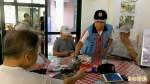 馬蘭榮家八旬榮民捐書 設行動書櫃