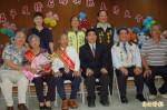 牽手60年 台南下營表揚14對鑽石婚楷模