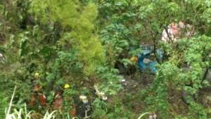 泰山傳混凝土車墜落山坡 駕駛受困搶救中