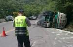 台塑柴油罐車高雄開往台東  上午側翻撞山壁幸無人傷亡