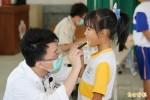 學童健檢回診率低 巡迴醫療車出動