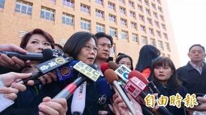 準總統蔡英文探慰災民:全民與台南在—起