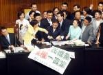 《TAIPEI TIMES 焦點》 Labor groups, NPP demand minimum wage 'umbrella'