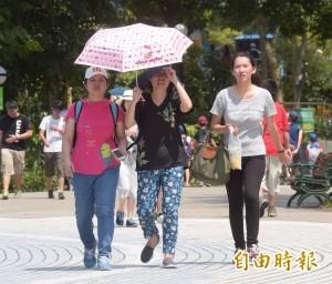 台北昨高溫創紀錄 鄭明典:連續6個多小時破35度