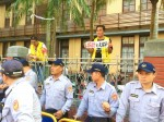 《TAIPEI TIMES 焦點》 Demonstration against holiday cuts gets violent