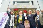 《TAIPEI TIMES 焦點》 Jury advocate gives roses to judicial reform panel
