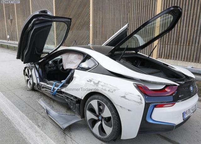 德國 Autobahn 高速公路出撞況! Bmw I8 直接報廢 自由電子報汽車頻道