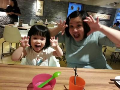 鍾欣凌胖回84公斤 還是帶女兒偷吃