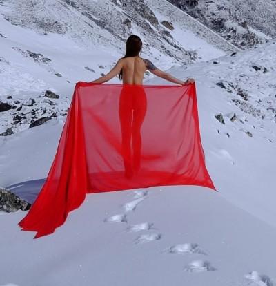 雪地拍全裸婚紗    20分鐘神奇搞定