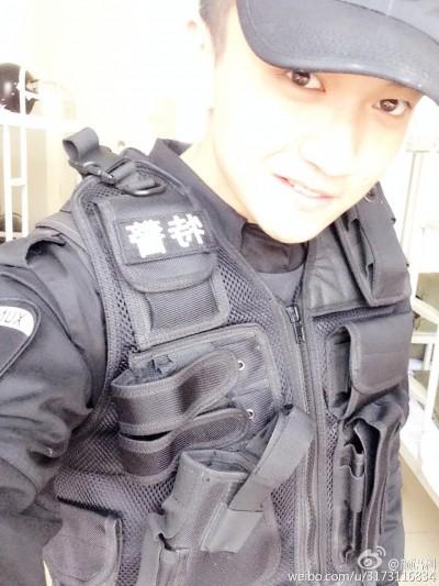 小鮮肉警察手指舞爆紅   粉絲想被他逮捕