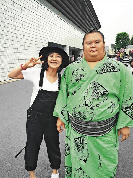 陳意涵日本轉性 狂搭酒促妹