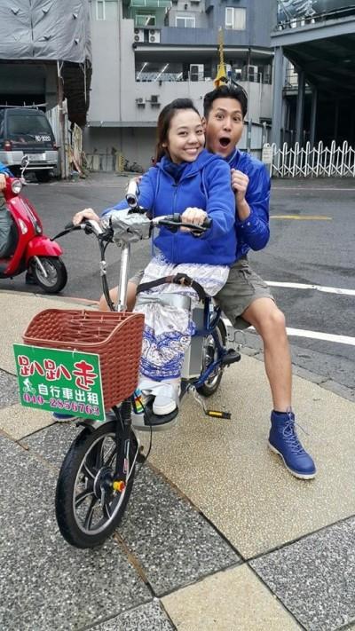 輪椅女孩陪圓夢  陳德烈咬牙上山下海