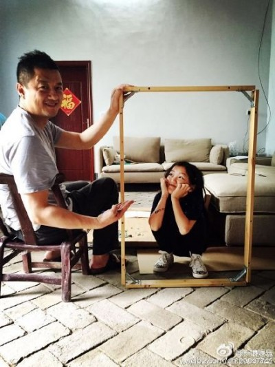 李亞鵬背李嫣  祭祖下棋玩竹筏