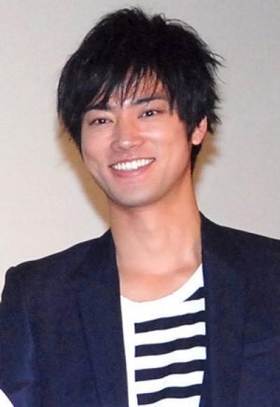 桐谷健太補辦婚禮 已是兩個孩子的爸
