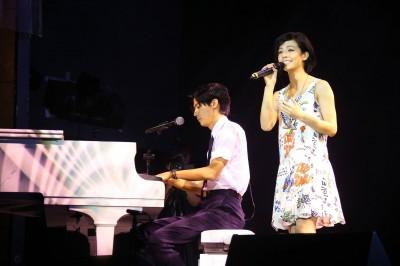 宋芸樺招了  李玉璽唱歌她在........
