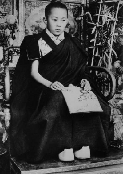 貼近達賴喇嘛  年輕時長這樣...