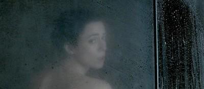 鋼鐵人性感女星《非禮勿弒》淋浴戲惹火