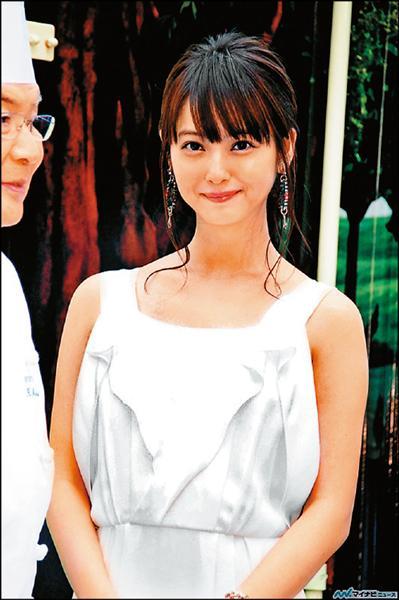 佐佐木希熱戀諧星 被逼問婚期