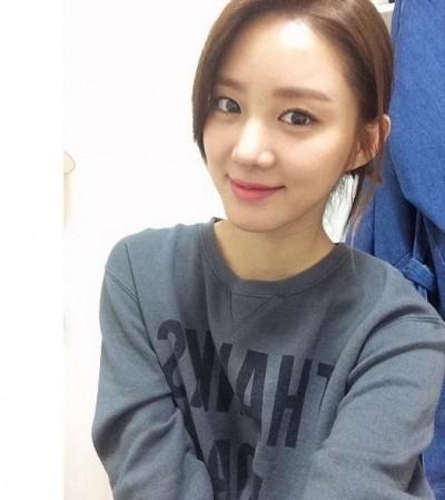 23歲韓星 甜蜜閃嫁圈外男友