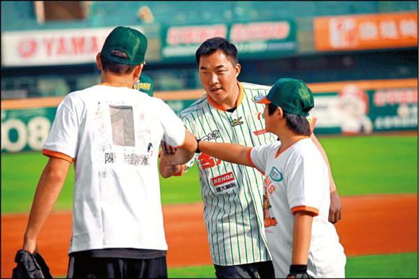 郭泓志特訓中輟生 打球強化孩子信心