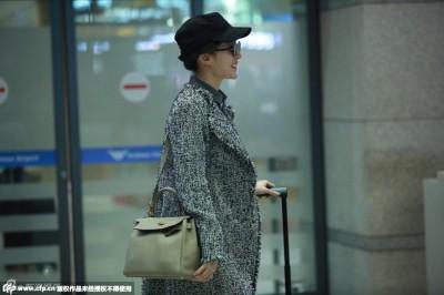 劉亦菲開心飛南韓 疑為宋承憲慶生