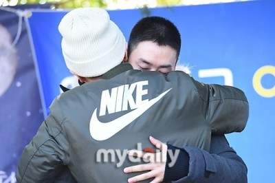 SJ銀赫入伍  利特一個擁抱讓他淚崩了