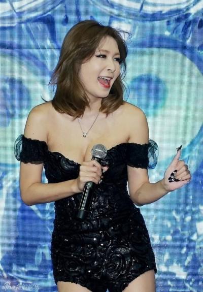網路瘋傳Makiyo露點走光影片 經紀人:不是她