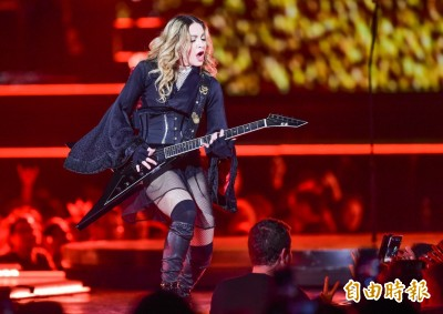 感動!「對他們感到難過」  瑪丹娜哀悼台灣災民