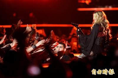 冥想丟水杯步行開唱...瑪丹娜6大都市傳說被破解