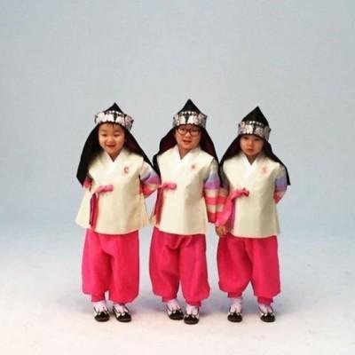 《超人》三胞胎韓服賀新年 萌翻眾人