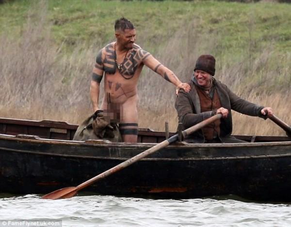 湯姆哈迪超敬業 為新戲「裸泳」