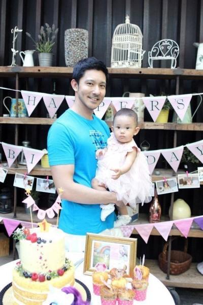 立威廉1歲愛女萌翻 紅包收到手軟