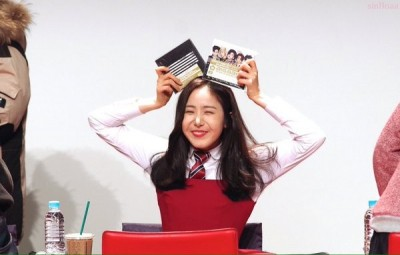 (有片)日粉進貢BIGBANG專輯 女偶像嗨到迷妹心爆發