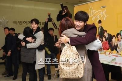 朴海鎮勾南柱赫 女子大學放送「愛的抱抱」